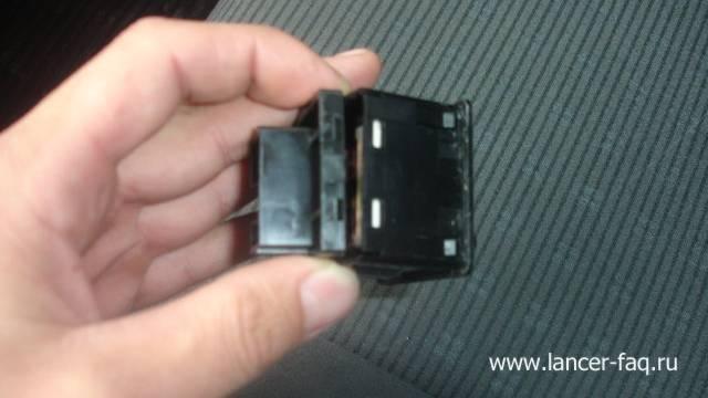 Замена ламп у кнопок подогрева сидений (2)