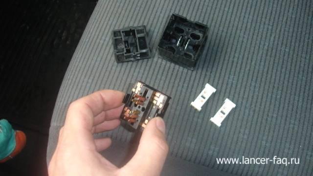 Замена ламп у кнопок подогрева сидений (3)