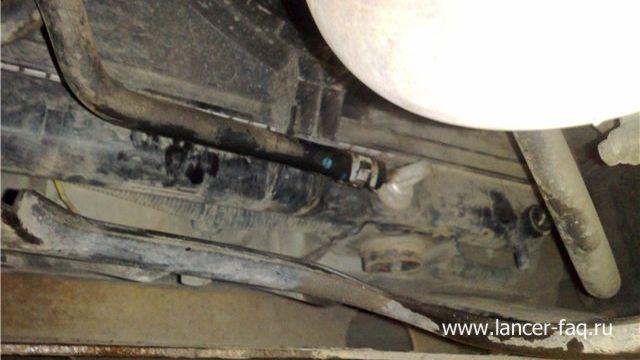 Замена масла в АКПП Mitsubishi Lancer 9 (2)