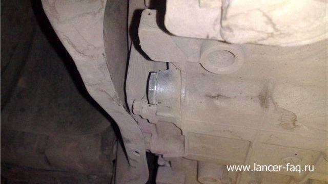 Замена масла в АКПП Mitsubishi Lancer 9 (3)