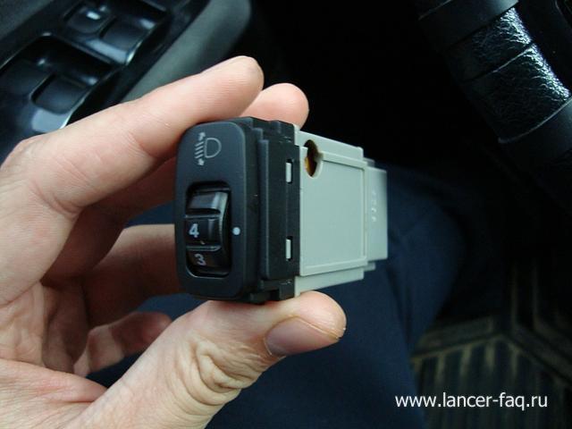 Замена ламп кнопок ПТФ, регулировки подсветки и корректора Mitsubishi Lancer 9 (2)