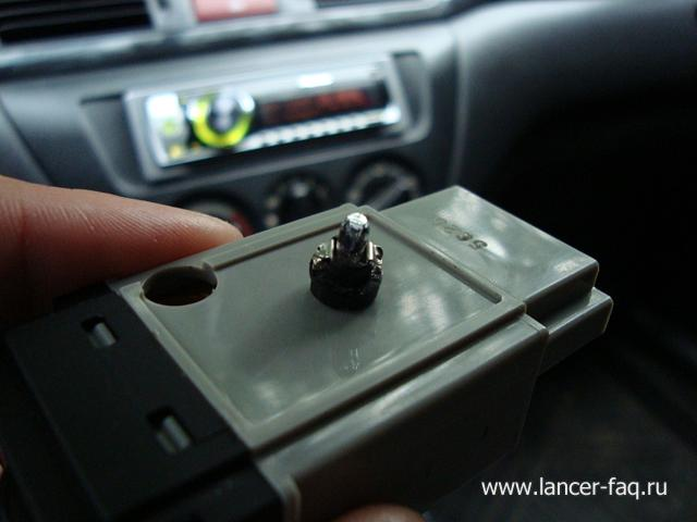 Замена ламп кнопок ПТФ, регулировки подсветки и корректора Mitsubishi Lancer 9 (4)