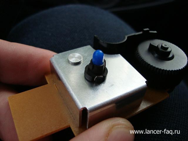 Замена ламп кнопок ПТФ, регулировки подсветки и корректора Mitsubishi Lancer 9 (7)