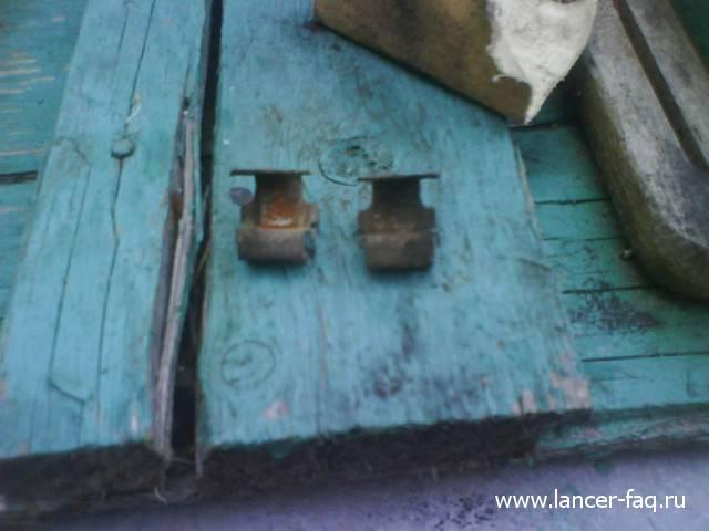 Замена задних тормозных колодок Lancer IX (14)