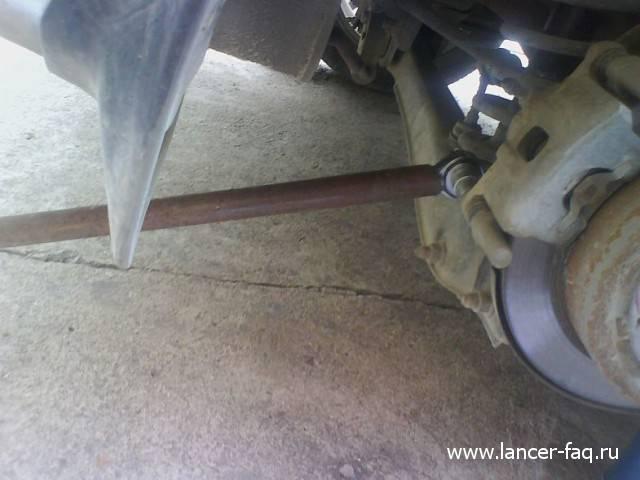 Замена задних тормозных колодок Lancer IX (4)