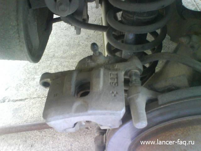 Замена задних тормозных колодок Lancer IX (7)