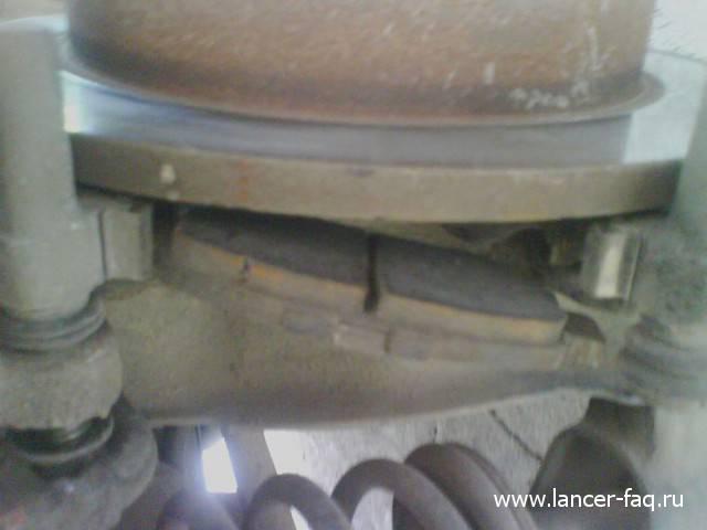 Замена задних тормозных колодок Lancer IX (8)
