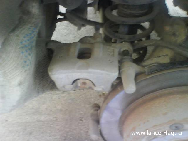 Замена задних тормозных колодок Lancer IX (9)