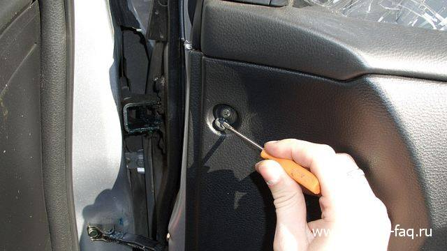Снятие обшивки двери Lancer IX (8)