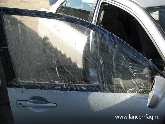 Замена стекла передней двери Lancer IX (2)