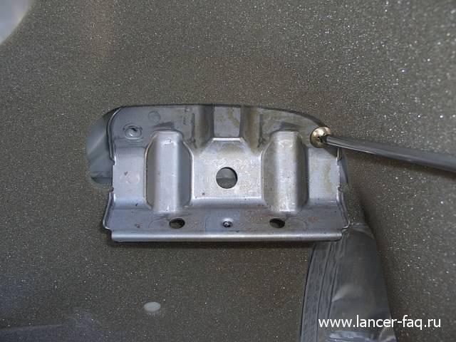 Замена стекла передней двери Lancer IX (3)