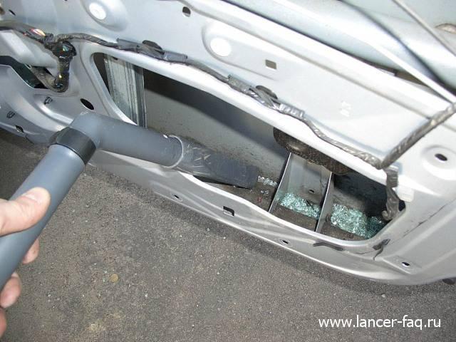 Замена стекла передней двери Lancer IX (4)