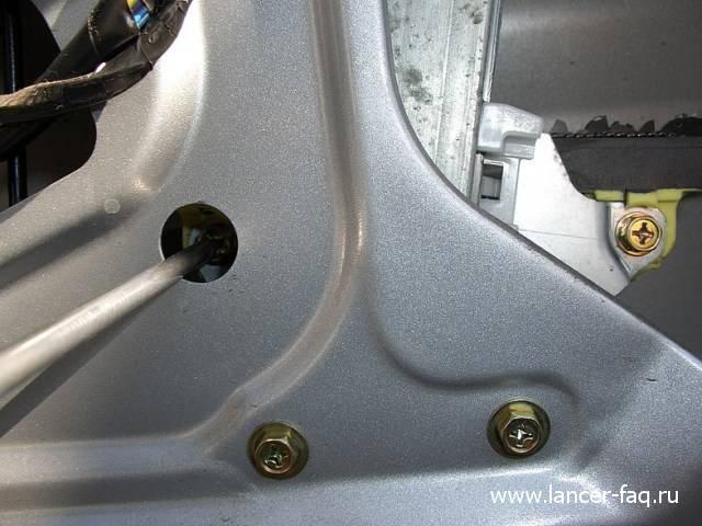 Замена стекла передней двери Lancer IX (5)