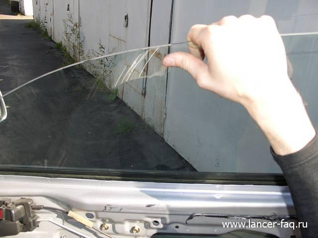 Замена стекла передней двери Lancer IX (7)