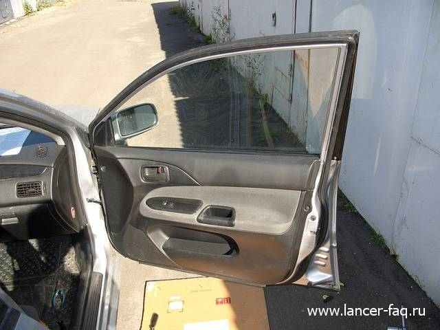 Замена стекла передней двери Lancer IX (9)