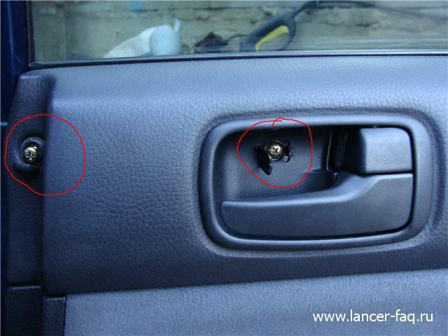 Снятие обшивки задней двери Lancer IX (2)
