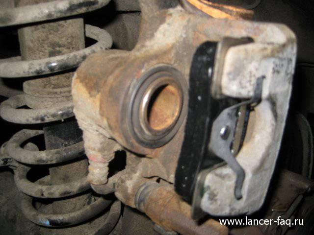 Замена задних тормозных дисков и колодок Mitsubishi Lancer IX