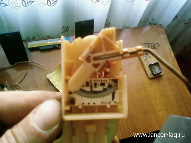 Ремонт датчика уровня топлива Lancer IX (2)