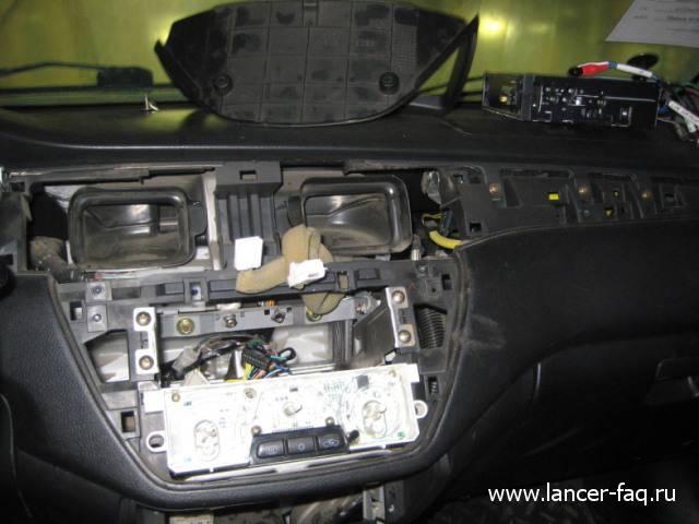 Лампа в кнопке аварийки (4)