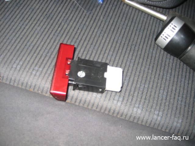 Лампа в кнопке аварийки (6)
