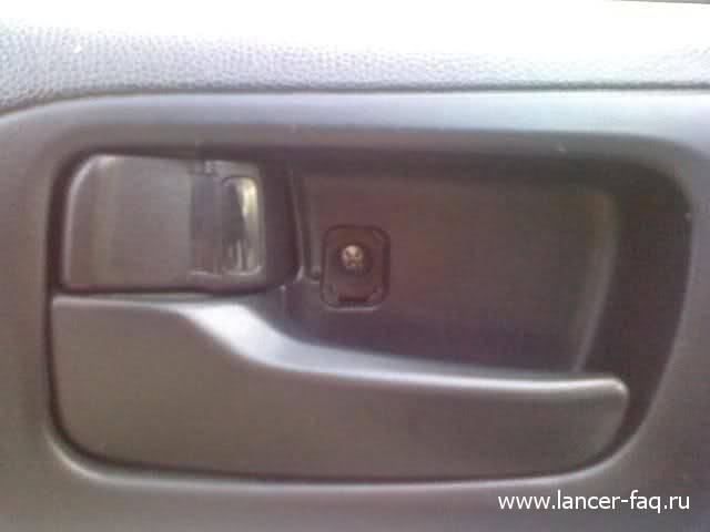 Снятие обшивки передней двери Mitsubishi Lancer X 01