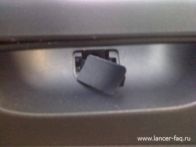 Снятие обшивки передней двери Mitsubishi Lancer X 03