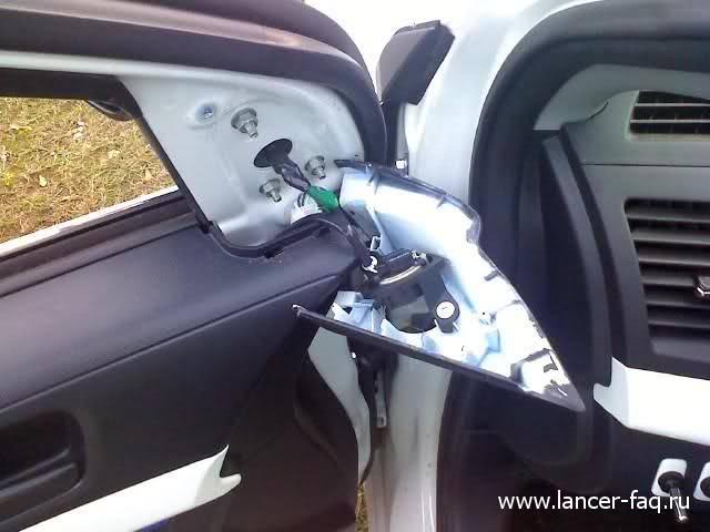 Снятие обшивки передней двери Mitsubishi Lancer X 04