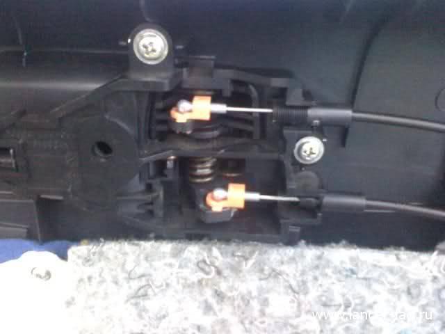 Снятие обшивки передней двери Mitsubishi Lancer X 08
