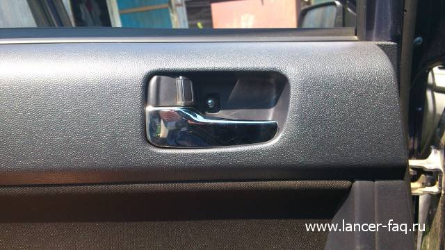 Снятие обшивки задней двери Mitsubishi Lancer X