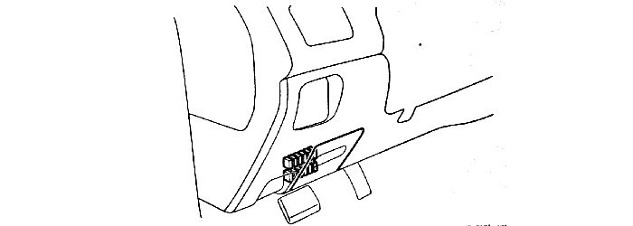 Расположение предохранительного блока в салоне Lancer IX