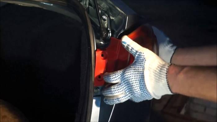 Замена ламп задних фонарей (Lancer X) 3
